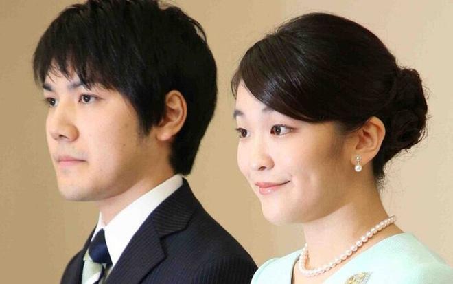 Bất chấp bị toàn quốc phản đối và làm hoàng gia khủng hoảng, hôn phu Công chúa Nhật vẫn chưa chịu trả nợ để dẹp yên scandal - Ảnh 2.