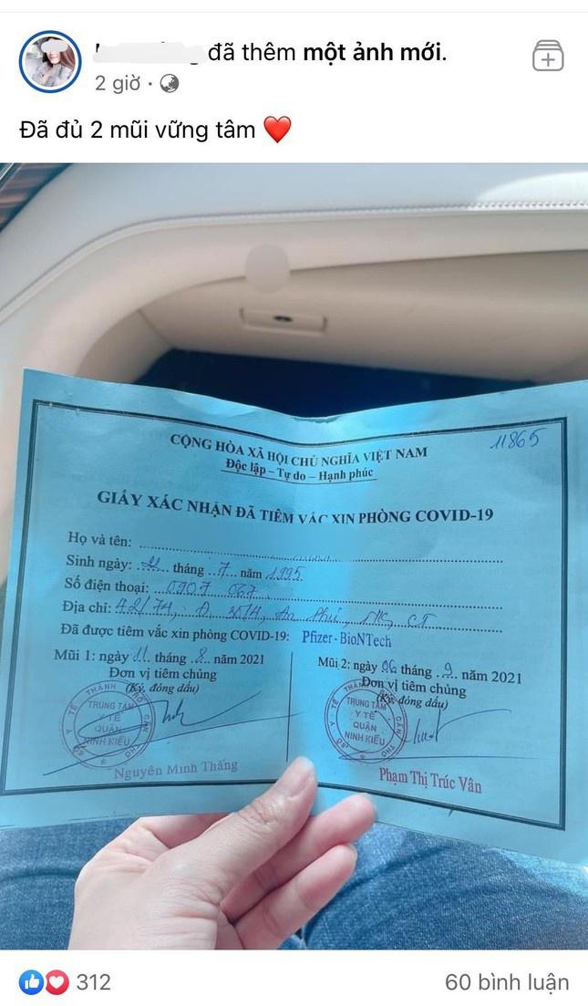 Vụ cô gái khoe tiêm 2 mũi vắc xin Pfizer nhờ ông anh: Kỷ luật phó chủ tịch phường - Ảnh 2.