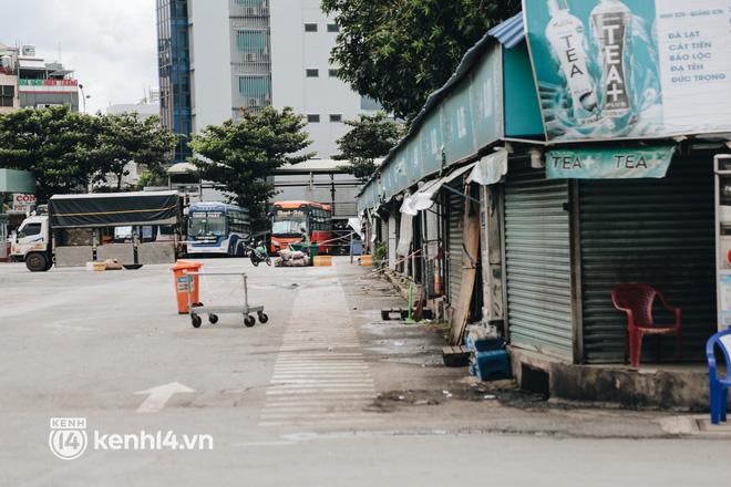 Ngày đầu bến xe lớn nhất trung tâm Sài Gòn mở lại, tài xế chờ từ sáng đến trưa vẫn không có khách đi - Ảnh 11.