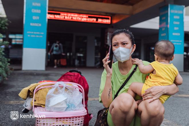 Chuyến tàu đầu tiên ở Sài Gòn chạy lại sau dịch, người dân phấn khởi: Đường về còn xa nhưng đặt chân được lên tàu là vui lắm rồi! - Ảnh 12.