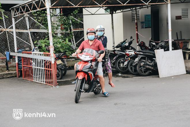 Ngày đầu bến xe lớn nhất trung tâm Sài Gòn mở lại, tài xế chờ từ sáng đến trưa vẫn không có khách đi - Ảnh 13.