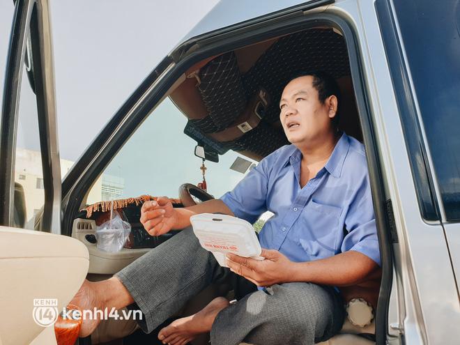 Ngày đầu bến xe lớn nhất trung tâm Sài Gòn mở lại, tài xế chờ từ sáng đến trưa vẫn không có khách đi - Ảnh 3.