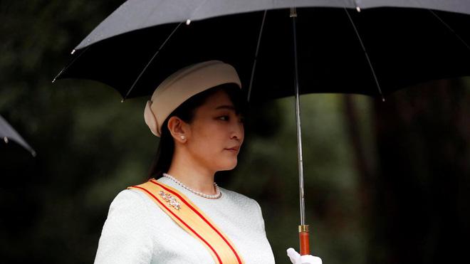 Bất chấp bị toàn quốc phản đối và làm hoàng gia khủng hoảng, hôn phu Công chúa Nhật vẫn chưa chịu trả nợ để dẹp yên scandal - Ảnh 3.