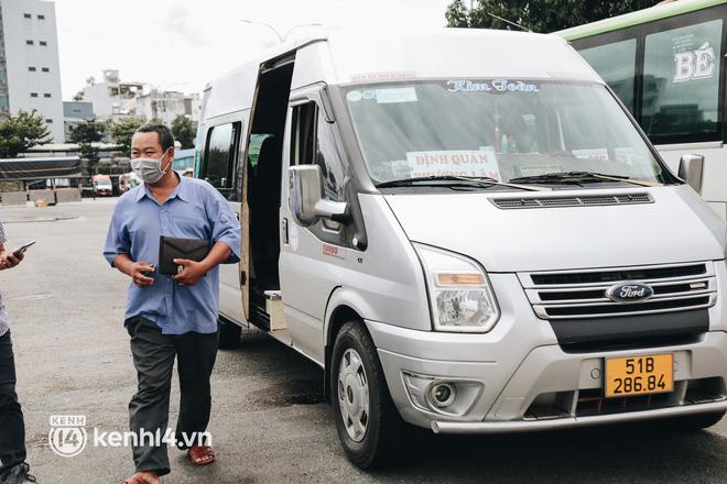 Ngày đầu bến xe lớn nhất trung tâm Sài Gòn mở lại, tài xế chờ từ sáng đến trưa vẫn không có khách đi - Ảnh 4.