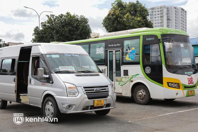 Ngày đầu bến xe lớn nhất trung tâm Sài Gòn mở lại, tài xế chờ từ sáng đến trưa vẫn không có khách đi - Ảnh 6.