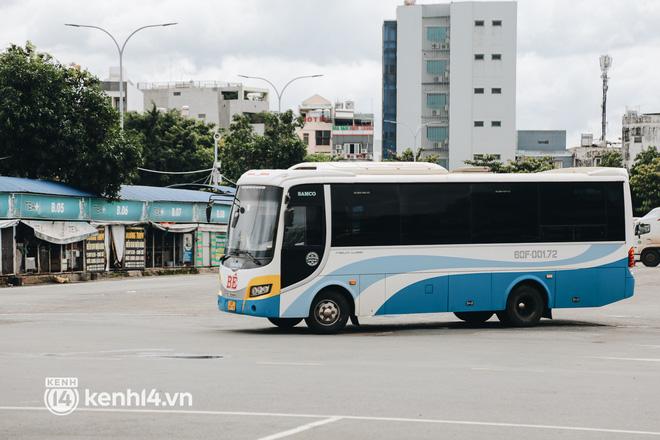 Ngày đầu bến xe lớn nhất trung tâm Sài Gòn mở lại, tài xế chờ từ sáng đến trưa vẫn không có khách đi - Ảnh 7.