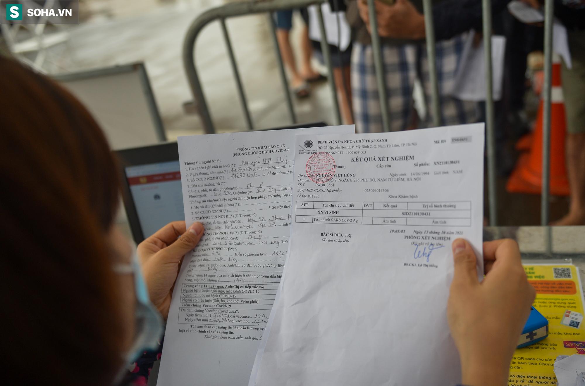 Nhiều tài xế phải quay đầu ở chốt cửa ngõ Hà Nội vì không có giấy xét nghiệm Covid-19 - Ảnh 9.