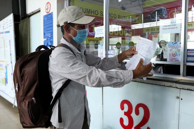 Ngày đầu vận tải hành khách liên tỉnh tại TPHCM: Tàu hỏa đắt khách - Ảnh 1.