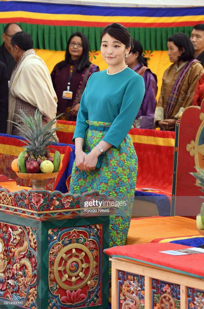 Công chúa Nhật khiến dân chúng buồn lòng vì cưới thường dân: Từng là viên ngọc quý được yêu mến giờ chỉ thấy gượng cười mỗi lần xuất hiện - Ảnh 2.