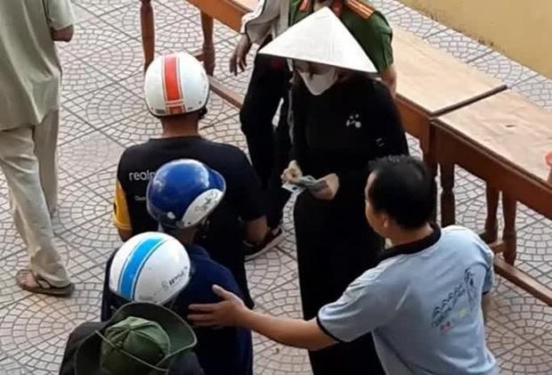 7 tỉnh miền Trung được Bộ Công an yêu cầu rà soát về hoạt động từ thiện của ca sĩ Thủy Tiên nói gì? - Ảnh 1.