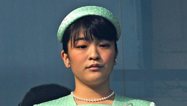 Công chúa Nhật khiến dân chúng buồn lòng vì cưới thường dân: Từng là viên ngọc quý được yêu mến giờ chỉ thấy gượng cười mỗi lần xuất hiện - Ảnh 16.