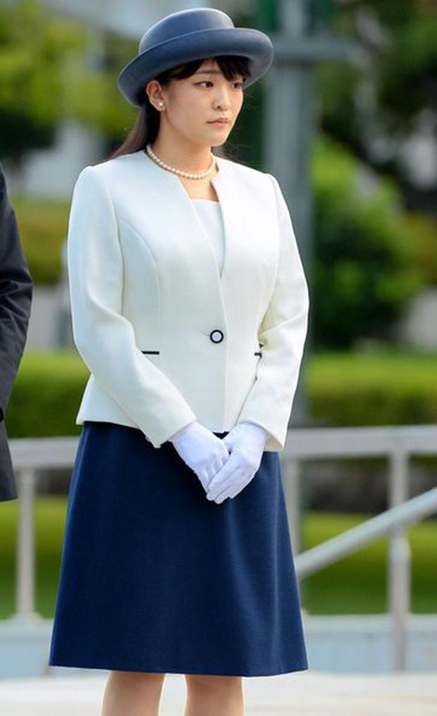 Công chúa Nhật khiến dân chúng buồn lòng vì cưới thường dân: Từng là viên ngọc quý được yêu mến giờ chỉ thấy gượng cười mỗi lần xuất hiện - Ảnh 17.