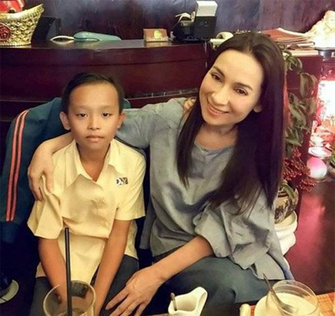 Khi các ca sĩ rời công ty quản lý của ba mẹ nuôi: Phương Mỹ Chi êm đẹp với Quang Lê, 2 người con nuôi của cố NS Phi Nhung đối lập hoàn toàn - Ảnh 20.