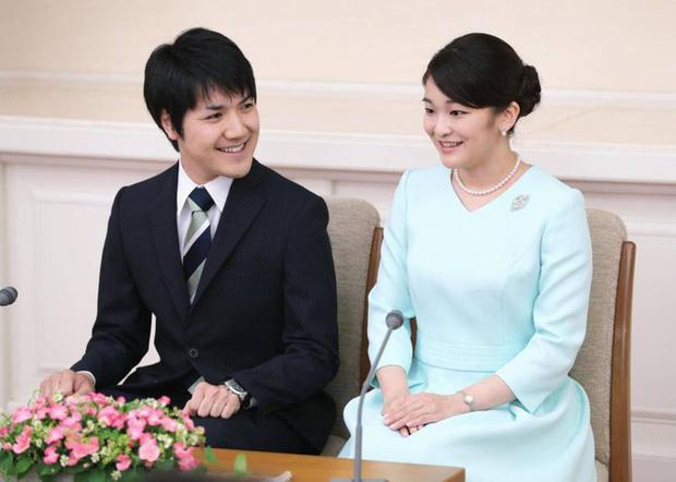 Công chúa Nhật khiến dân chúng buồn lòng vì cưới thường dân: Từng là viên ngọc quý được yêu mến giờ chỉ thấy gượng cười mỗi lần xuất hiện - Ảnh 8.