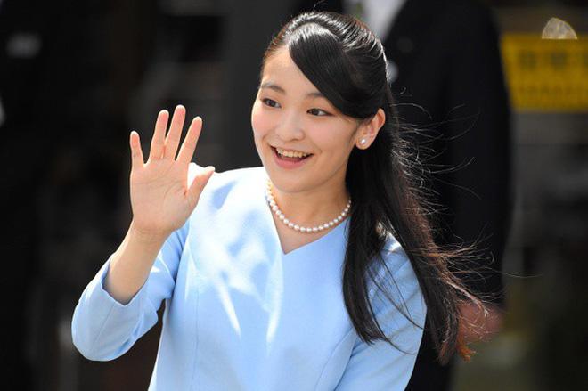Công chúa Nhật khiến dân chúng buồn lòng vì cưới thường dân: Từng là viên ngọc quý được yêu mến giờ chỉ thấy gượng cười mỗi lần xuất hiện - Ảnh 7.