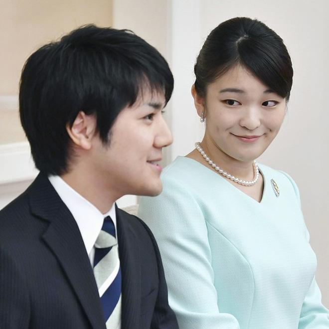 Công chúa Nhật khiến dân chúng buồn lòng vì cưới thường dân: Từng là viên ngọc quý được yêu mến giờ chỉ thấy gượng cười mỗi lần xuất hiện - Ảnh 12.
