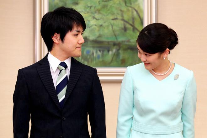 Công chúa Nhật khiến dân chúng buồn lòng vì cưới thường dân: Từng là viên ngọc quý được yêu mến giờ chỉ thấy gượng cười mỗi lần xuất hiện - Ảnh 13.