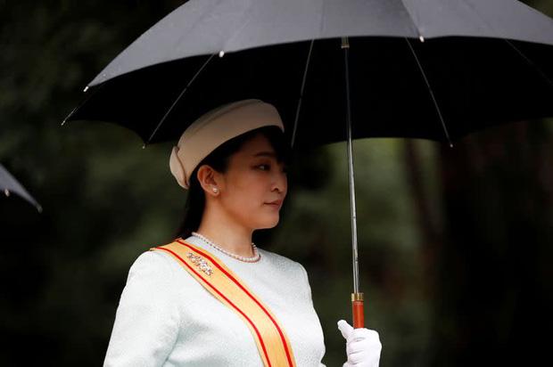 Công chúa Nhật khiến dân chúng buồn lòng vì cưới thường dân: Từng là viên ngọc quý được yêu mến giờ chỉ thấy gượng cười mỗi lần xuất hiện - Ảnh 15.
