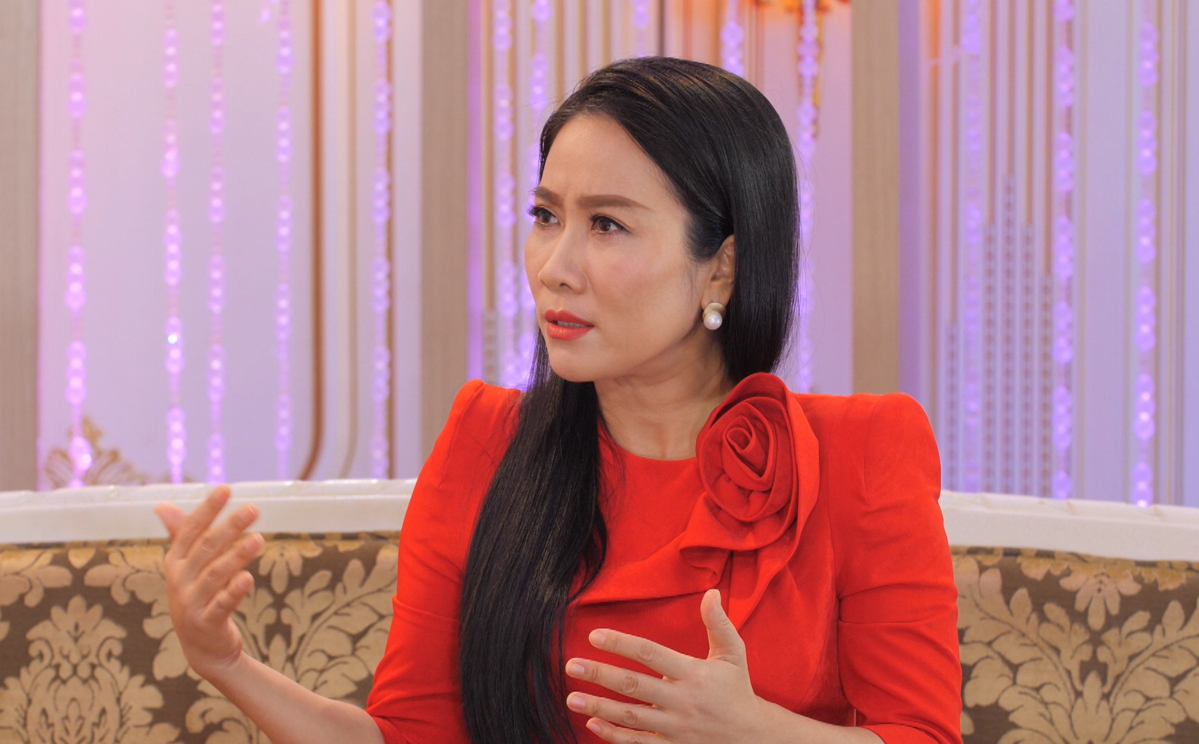 NSƯT Vân Khánh: Tôi bị một ca sĩ nổi tiếng bắt nạt, giành diễn, lập tức gặp bầu show xin về