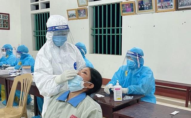 Phú Thọ lấy mẫu xuyên đêm hơn 20.000 người, phát hiện 77 ca nghi nhiễm