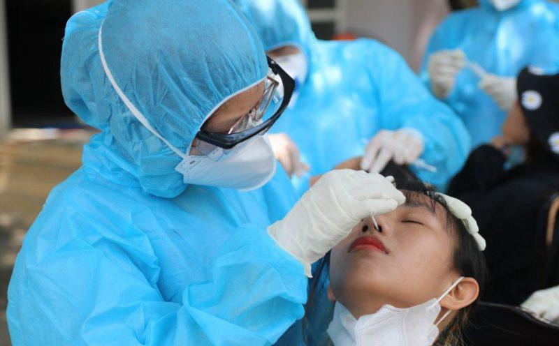 Ngày 21/10, Hà Nội phát hiện thêm 12 ca mắc Covid-19, trong đó, có 3 nhân viên y tế
