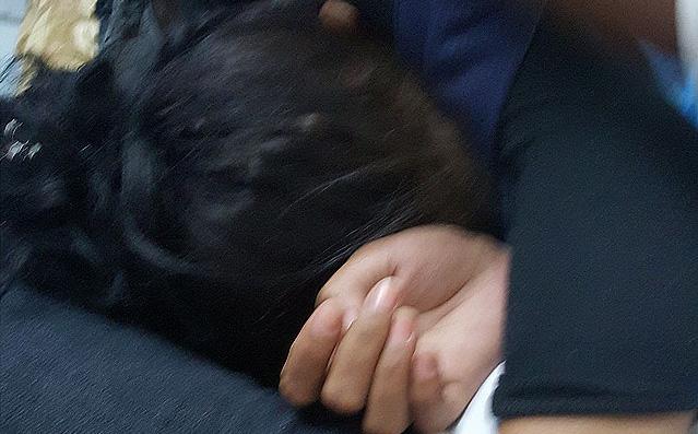 """Bé gái 11 tuổi bảo chị họ bụng mình """"cử động"""", phát hiện sau đó khiến ai cũng rùng mình"""