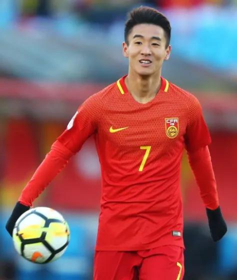 """Sắp chạm mặt Việt Nam, """"Ronaldo Trung Quốc"""" và hàng loạt trụ cột báo tin dữ tới HLV Li Tie - Ảnh 1."""