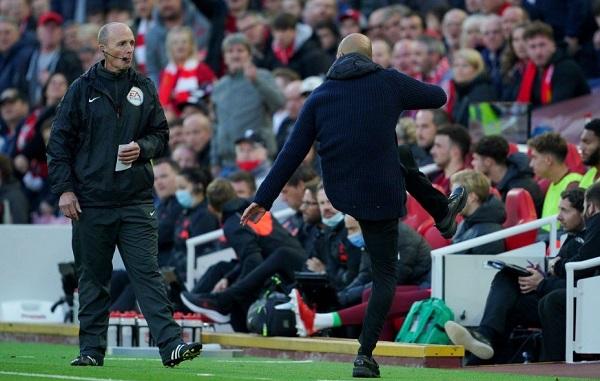 Milner thoát thẻ đỏ, Pep sôi tiết với trọng tài - Ảnh 1.