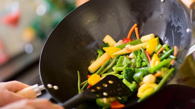 Nên ăn dầu hay ăn mỡ để có lợi cho cơ thể? - Ảnh 2.