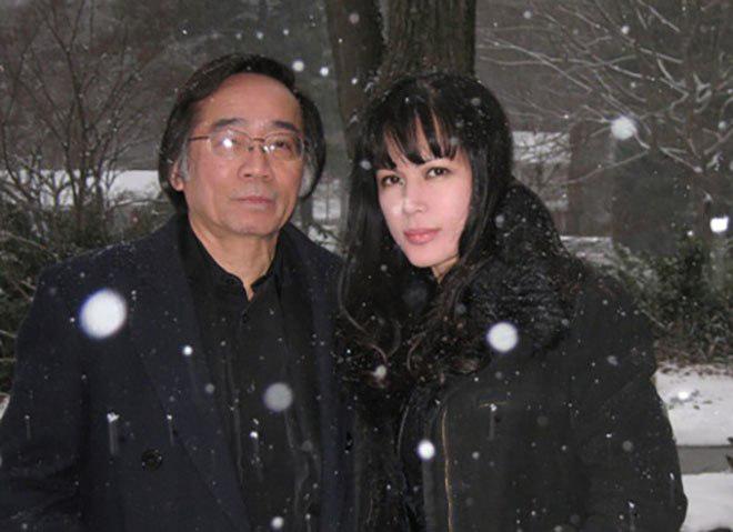 Chân dung chồng hai giàu có, lớn hơn danh ca Nhật Hạ 18 tuổi - Ảnh 3.