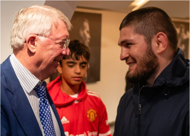 Ferguson khó chịu vì Solskjaer để Ronaldo dự bị - Ảnh 1.