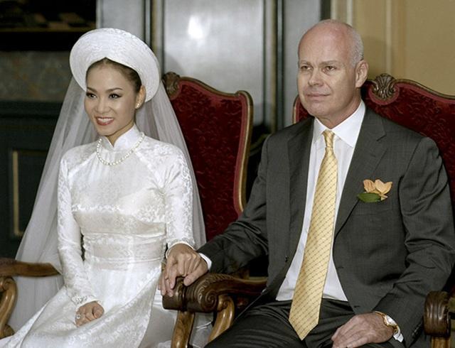 Chồng hơn 20 tuổi của Thu Minh: Đề nghị kết hôn lần 2 hẹn hò, 10 năm vẫn buộc dây giày cho vợ - Ảnh 2.