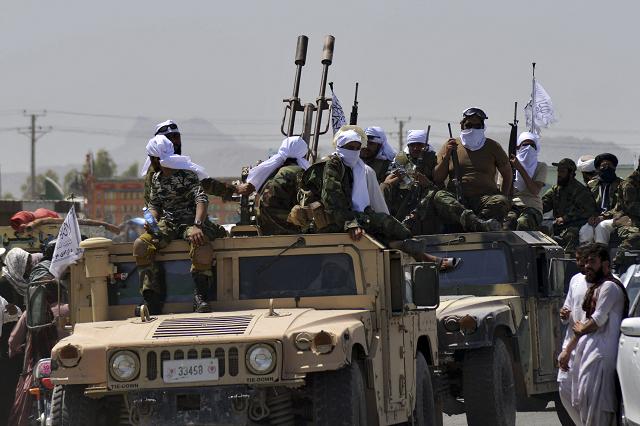 Nga chiếu tướng bằng trò chơi kép, hàng nghìn quân Taliban áp sát Tajikistan nhưng không dám động binh - Ảnh 1.