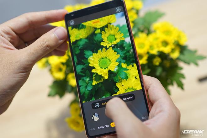 CEO BKAV Nguyễn Tử Quảng: Bphone là smartphone đầu tiên trên thế giới có tính năng chụp macro, tính ứng dụng hơn hẳn các hãng khác nên được Bfans khen ngợi - Ảnh 1.