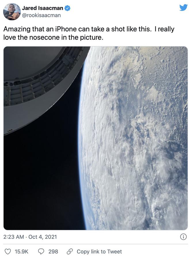 Tỷ phú chia sẻ ảnh chụp bằng iPhone 12 trên tàu của SpaceX: Thật ấn tượng khi một chiếc iPhone chụp được như thế này - Ảnh 3.