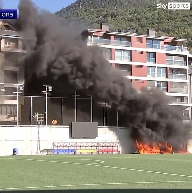 Sân Andorra cháy lớn chỉ 24 giờ trước trận với Anh, phá hỏng màn hình VAR - Ảnh 1.