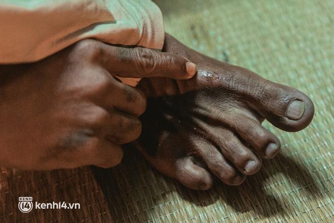 Đôi chân phồng rộp trên hành trình đi bộ hồi hương của những lao động nghèo, cả gia đình 4 người chỉ có 7.000 đồng dắt lưng - Ảnh 25.