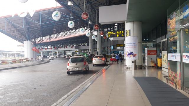 Sân bay nội địa, quốc tế lại đìu hiu vì Covid-19 - Ảnh 1.