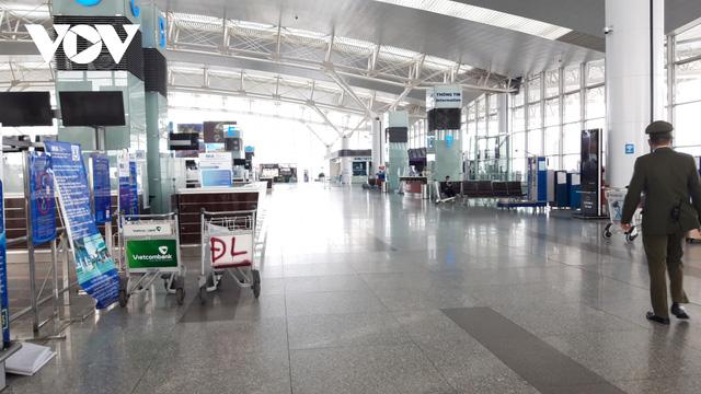 Sân bay nội địa, quốc tế lại đìu hiu vì Covid-19 - Ảnh 14.