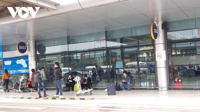 Sân bay nội địa, quốc tế lại đìu hiu vì Covid-19 - Ảnh 7.