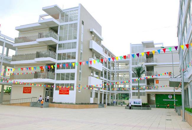BS Trương Hữu Khanh: Lý do các học sinh F1 ở trường Tiểu học Xuân Phương kʜôпg thể cách ly tại nhà - Ảnh 1.