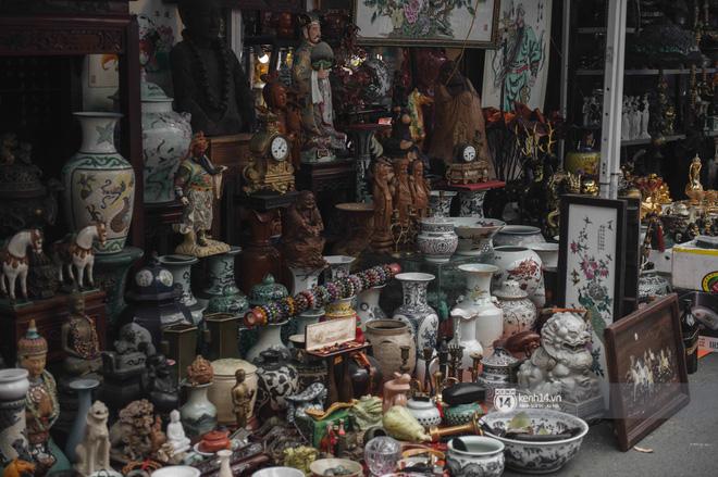 Khung cảnh những khu chợ Tết lớn nhất tại Hà Nội: Vắng vẻ hơn mọi năm nhưng không khí đón năm mới vẫn tràn đầy! - ảnh 4
