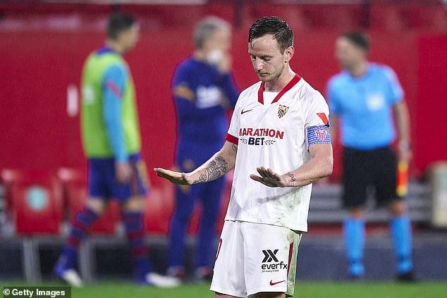 Messi cúi đầu rời sân, HLV Mourinho lại ôm trái đắng trong ngày Man City ca khúc khải hoàn - Ảnh 3.