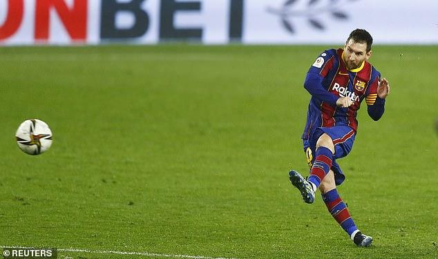 Messi cúi đầu rời sân, HLV Mourinho lại ôm trái đắng trong ngày Man City ca khúc khải hoàn - Ảnh 2.