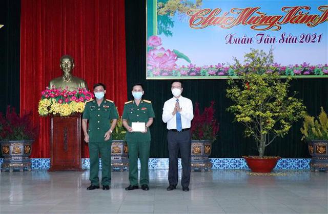Thường trực Ban Bí thư Võ Văn Thưởng chúc Tết chiến sĩ Sư đoàn 9 anh hùng - Ảnh 1.