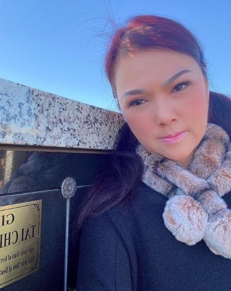 Xúc động hình ảnh Phương Loan tới thăm nơi an nghỉ của cố nghệ sĩ Chí Tài  - Ảnh 3.
