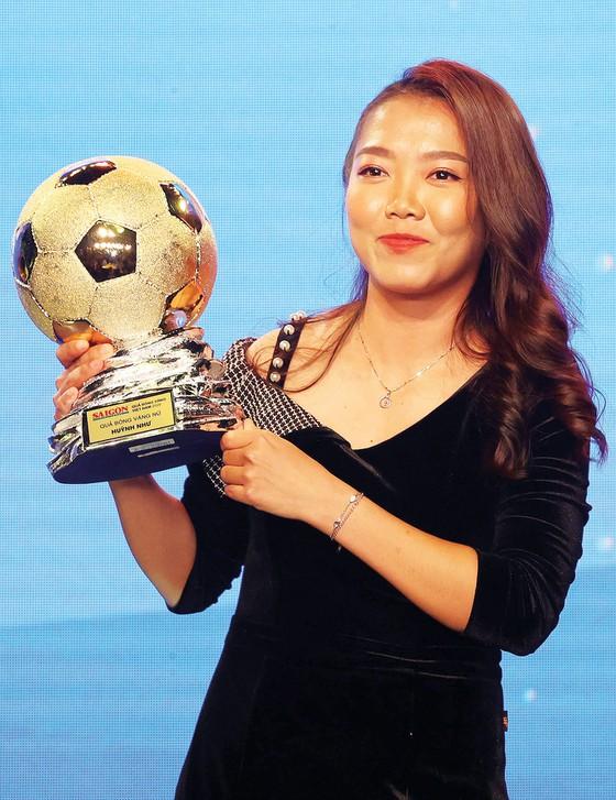 Giải thưởng Quả bóng vàng Việt Nam: Bản lĩnh vàng và những hồi ức đẹp - Ảnh 2.