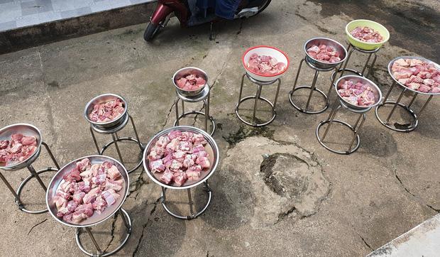 """Đã tìm ra đại gia đình có cỗ Tết """"khủng"""" nhất: 11 triệu tiền thịt, 120 trái khổ qua, 160 hột vịt nhưng chưa sốc bằng khối lượng củ kiệu - ảnh 2"""