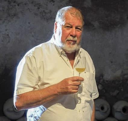 Bí quyết vàng hiếm có của nghệ nhân làm rượu vang châu Âu: Hồi sinh thức uống La Mã bằng... nước biển! - Ảnh 1.