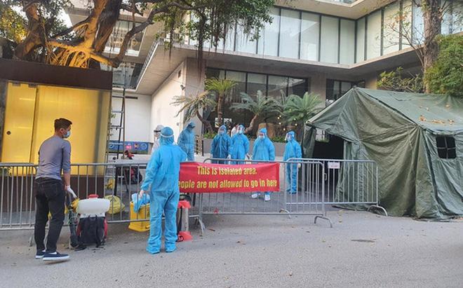 Hà Nội: Người đàn ông Nhật Bản tử vong tại khách sạn có kết quả dương tính SARS-CoV-2; Chiều mùng 3 Tết, thêm 33 ca mắc mới COVID-19 tại Hải Dương và Hà Nội - Ảnh 1.